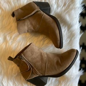 SIZE 7 FOREVER 21 BOOTIES